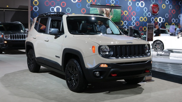 New Special-Edition Crossover: The 2017 Jeep Renegade Deserthawk