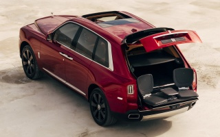 Rolls-Royce officially presented the first all-terrain SUV