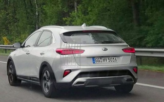 Off-road Kia XCeed caught without camouflage