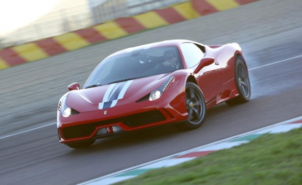 Ferrari 458 Speciale Looks Magnificent While Riding