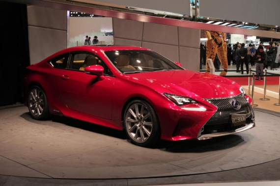 Lexus Awaits Worldwide Sales Record for 2013