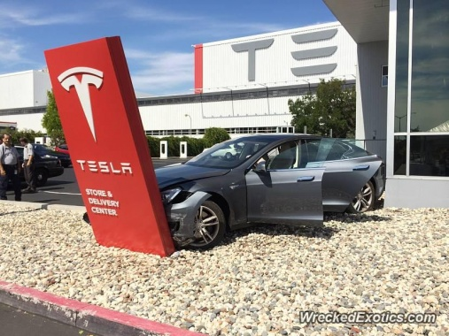 Major Accident with Tesla Model S