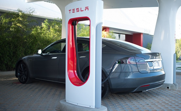 Tesla Supercharger: Now from the East Coast to the West Coast for Free