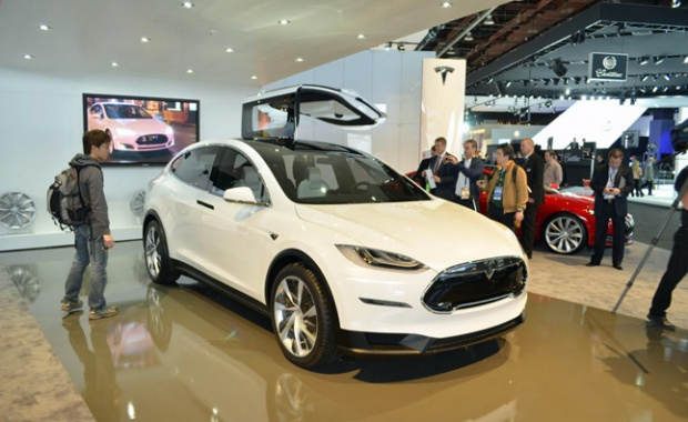Wing Doors for Model X Falcon of Tesla to be Introduced Soon