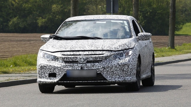 Paparazzi caught 2017 Civic Hatchback from Honda