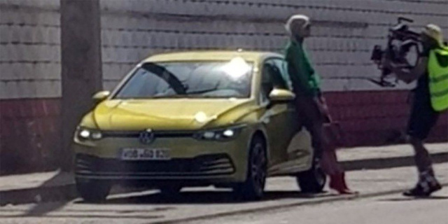 New Volkswagen Golf caught without camouflage