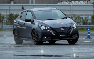 Nissan Leaf became a four-wheel-drive car