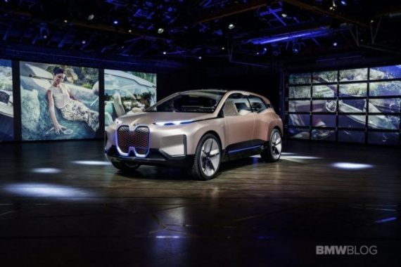 BMW will name its new electric crossover iX