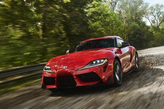 Toyota Supra fights BMW Z4 at the Nurburgring (VIDEO)