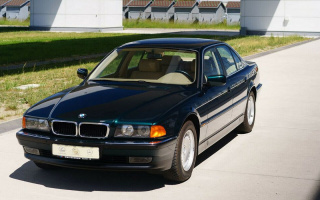 23-year-old unused BMW 7-Series hit the auction