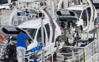 Europe gradually resumes production of cars