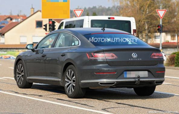 Paparazzi recorded a Volkswagen Arteon updated version