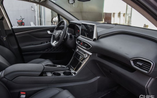 Snared the Hyundai Santa Fe interior photo