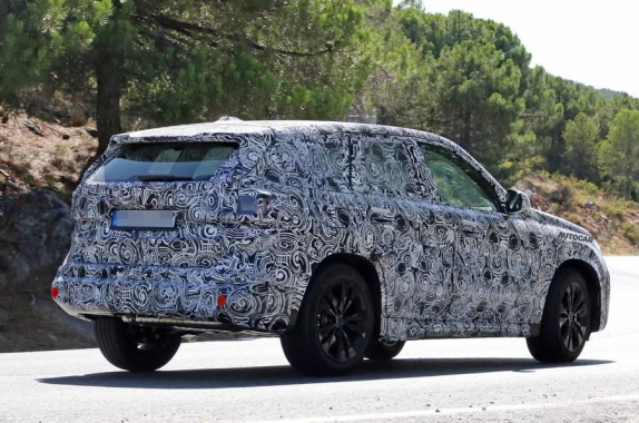The new BMW X1 has begun its road tests