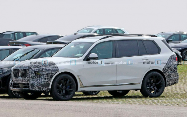First tests for the updated crossover BMW X7