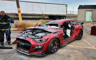 Firefighters training in 770-horsepower Ford Mustang ended in collapse