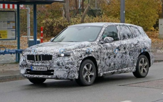 "Paparazzi ""caught"" on tests BMW iX1 SUV"