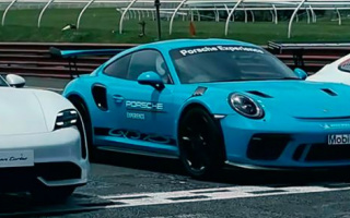 Three powerful Porsche models battle it out on the track (VIDEO)