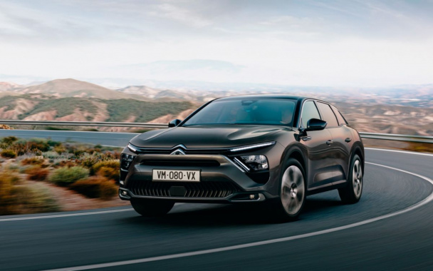 Citroen C5 X: debut of a new sedan crossover