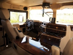Tupac's Hummer H1 will be auctioned pic #5150