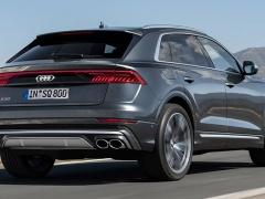 Audi SQ8: sports coupe with a crossover view