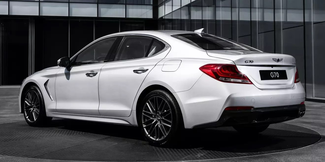 The new Genesis G70 will receive three pedals and a rear-wheel drive