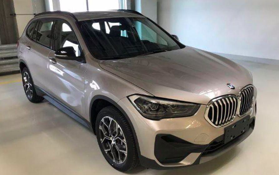 BMW X1 got restyled and appears on the photo