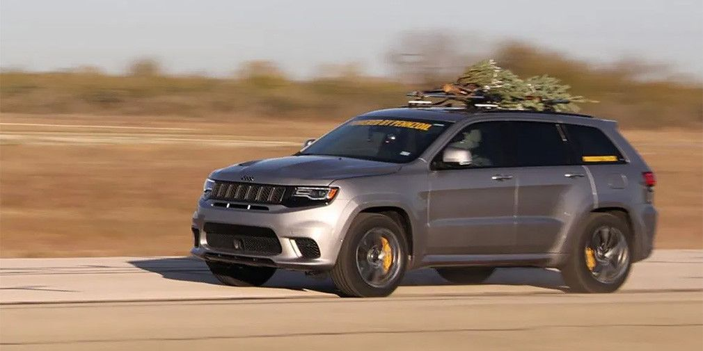 1000-strong Jeep with an attached tree accelerate to 290 km/h (VIDEO)