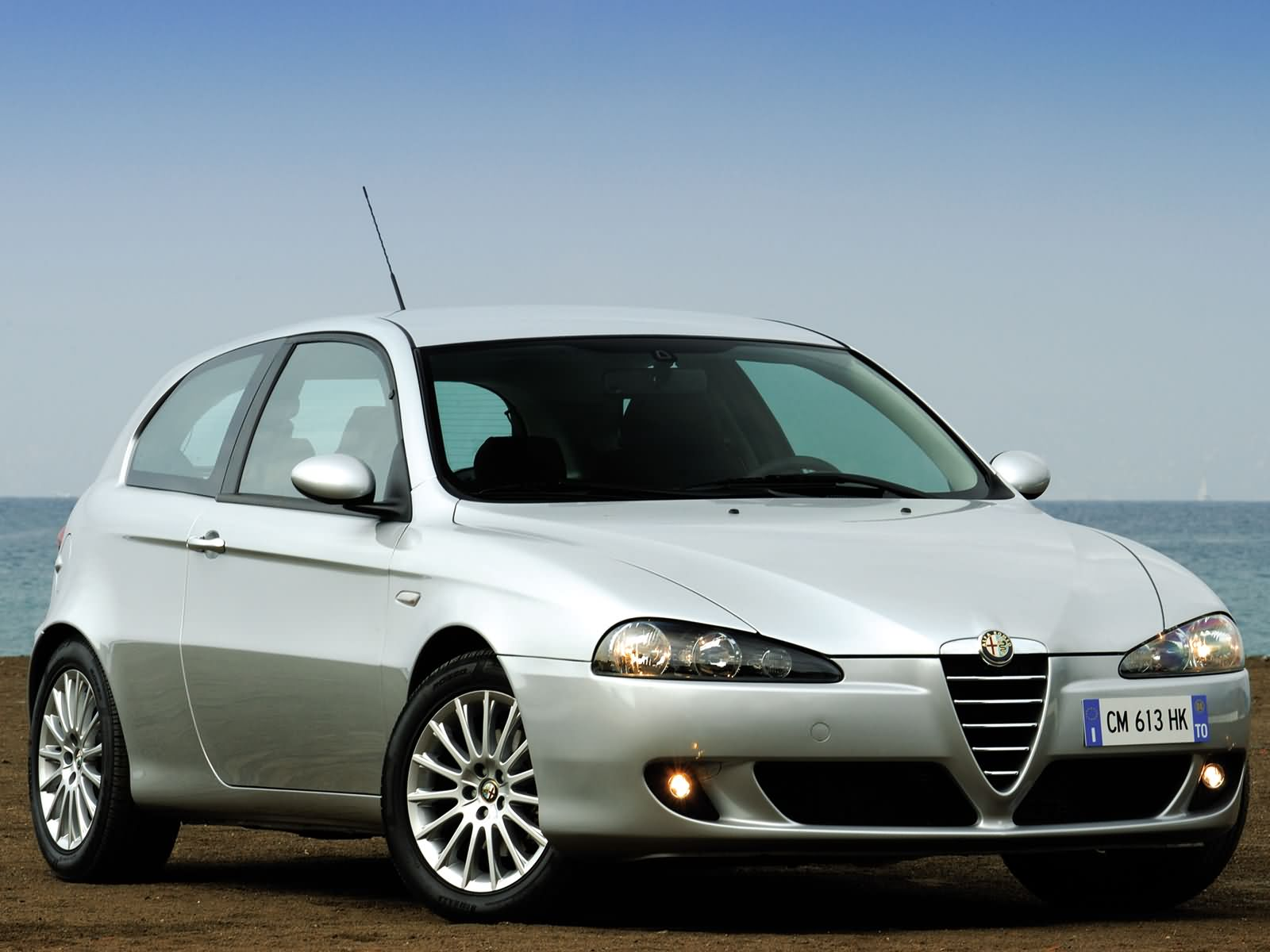 alfa romeo 147 3 door photos photo gallery page 3. Black Bedroom Furniture Sets. Home Design Ideas
