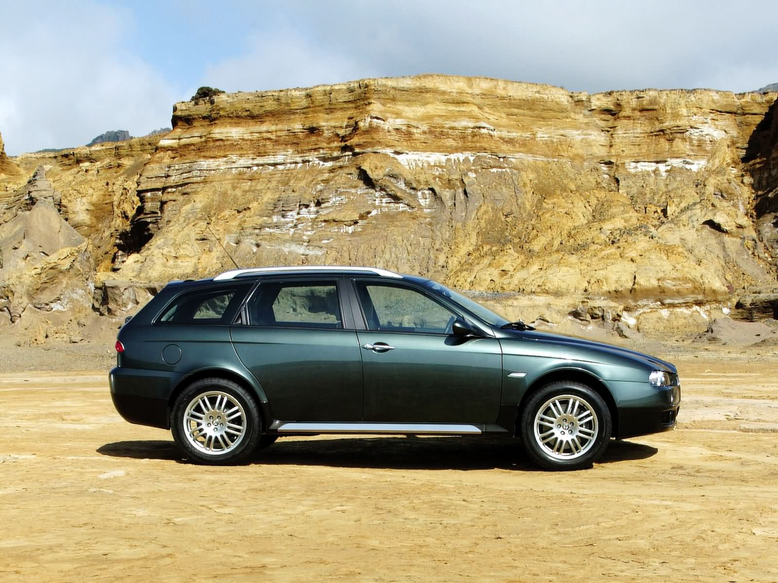alfa romeo 156 crosswagon photos photogallery with 57 pics. Black Bedroom Furniture Sets. Home Design Ideas