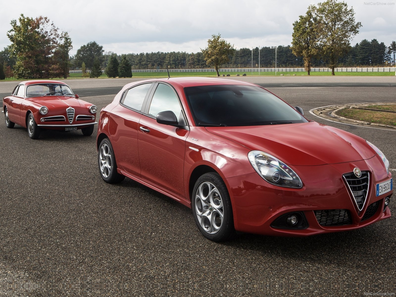 alfa romeo giulietta sprint photos photogallery with 79 pics. Black Bedroom Furniture Sets. Home Design Ideas
