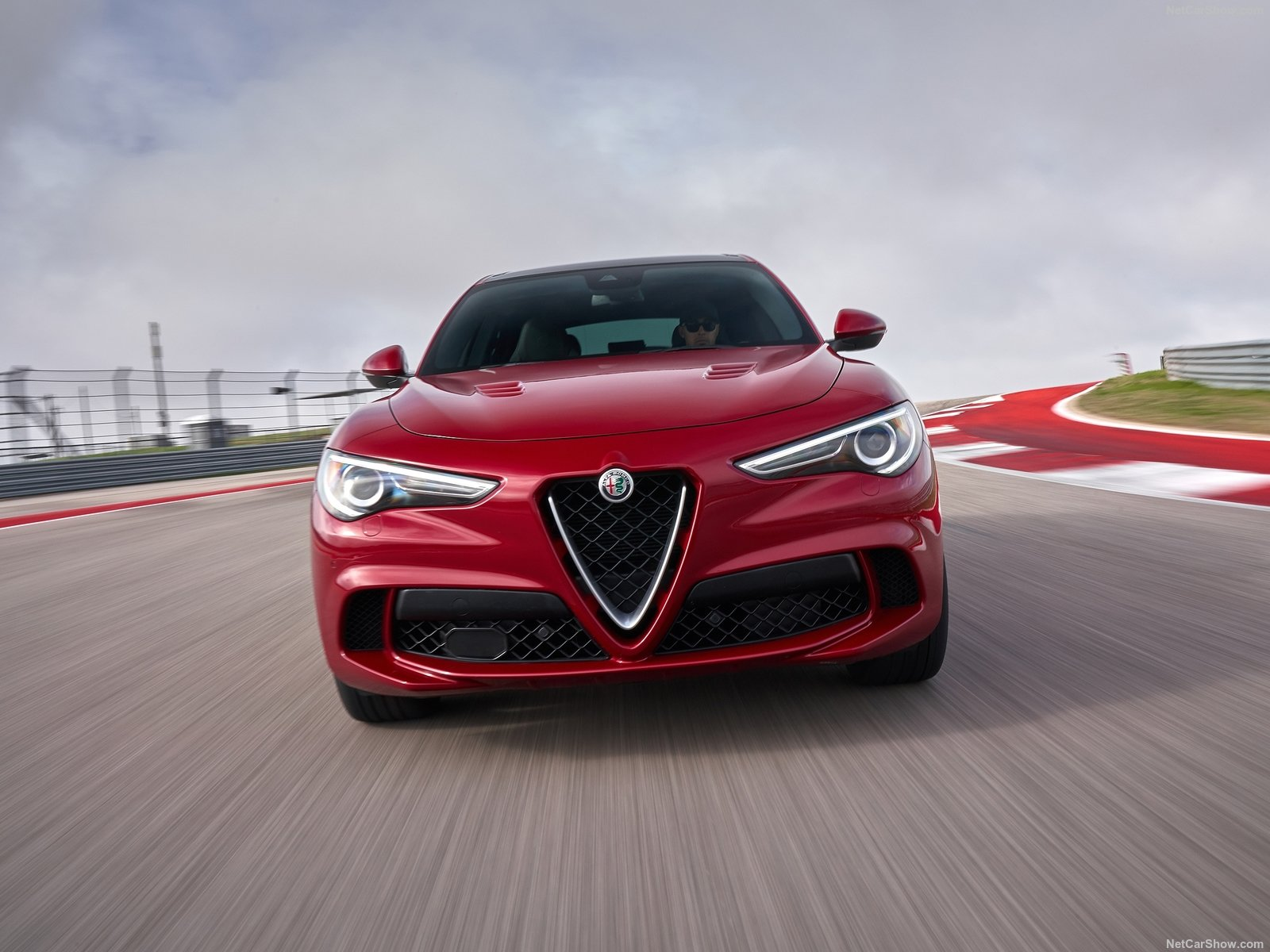 Alfa Romeo Stelvio photo 188077