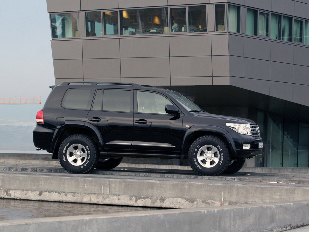 Arctic Trucks Toyota Land Cruiser 200 Photos