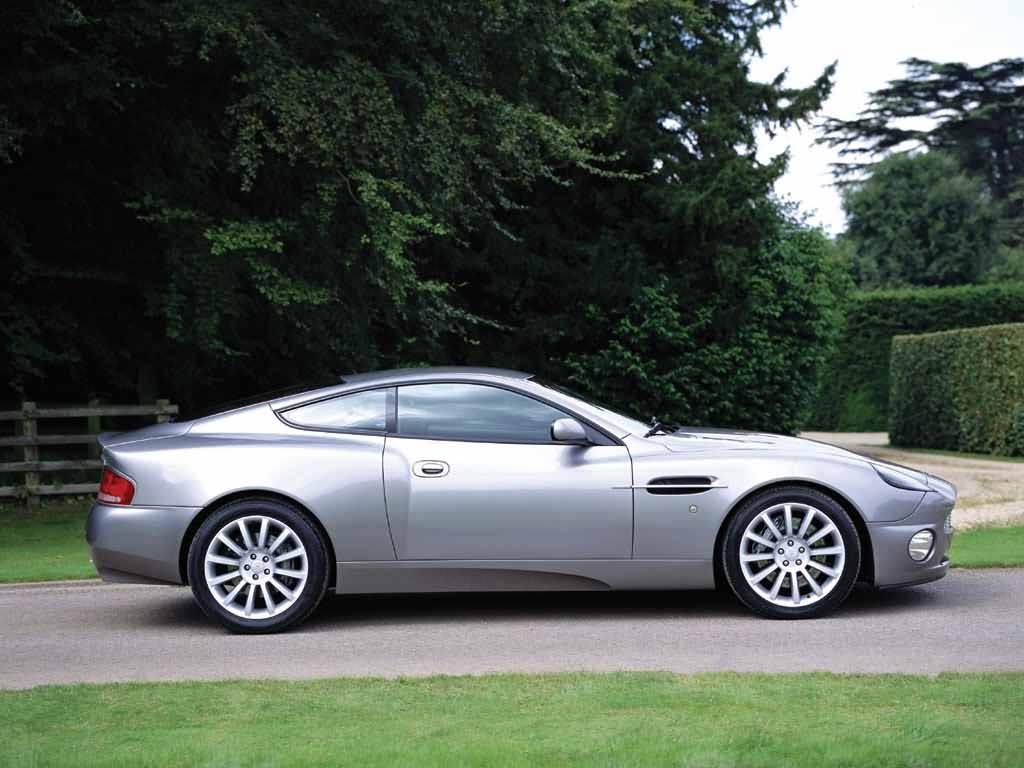 Фотографии Aston Martin V12 Vanq…