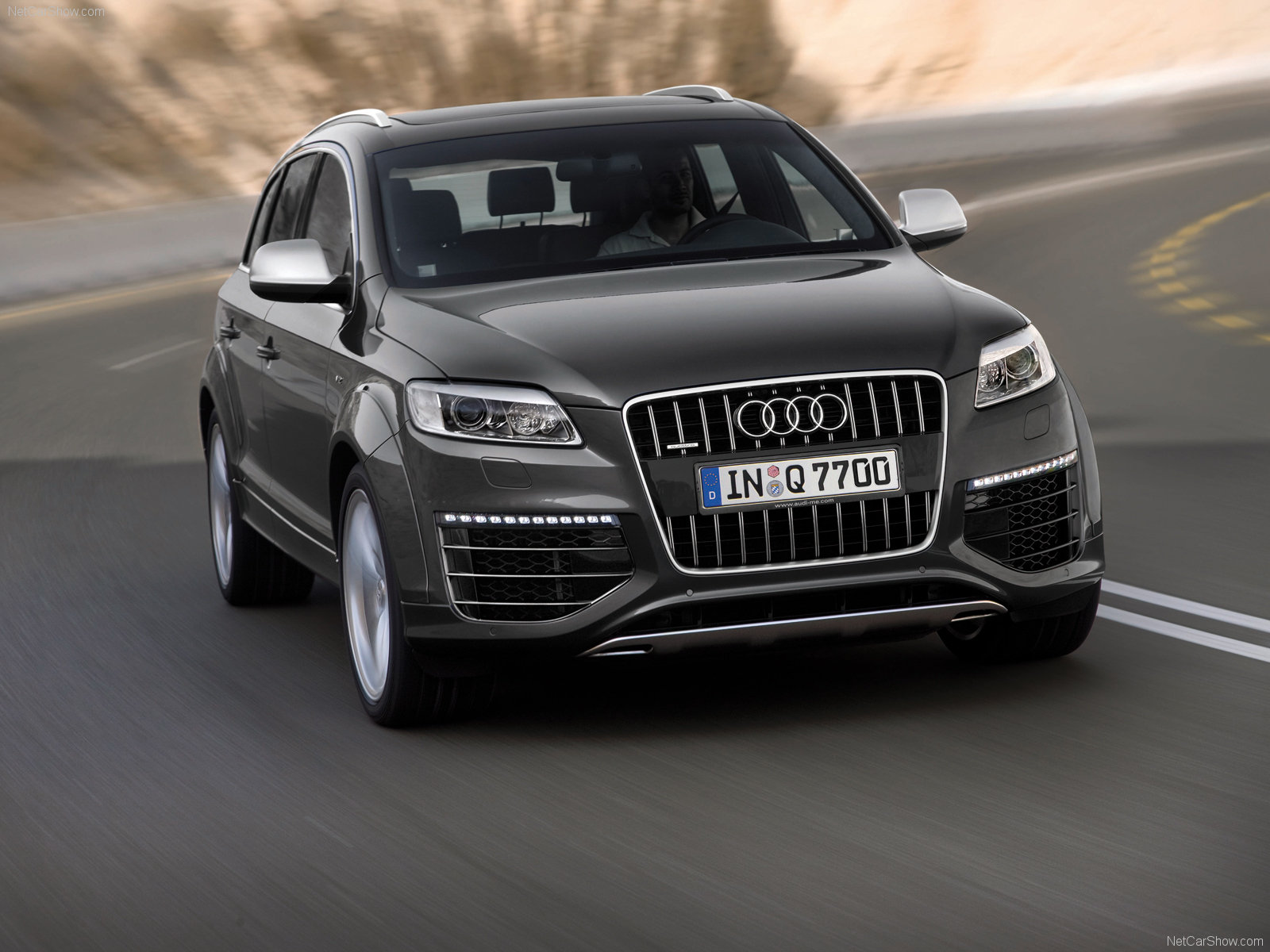 audi q7 v12 tdi photos photogallery with 61 pics. Black Bedroom Furniture Sets. Home Design Ideas