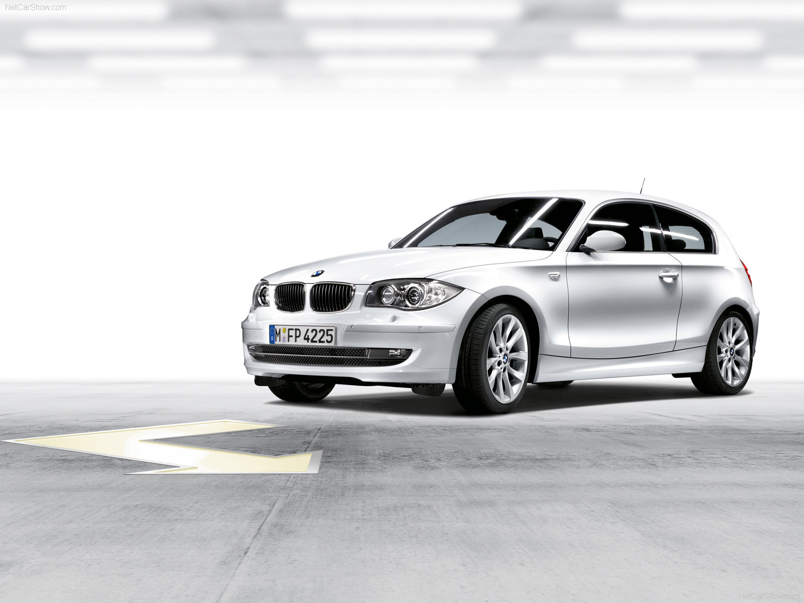 Bmw 1 series 3 door e81 photos photogallery with 58 pics for 135i 3 door