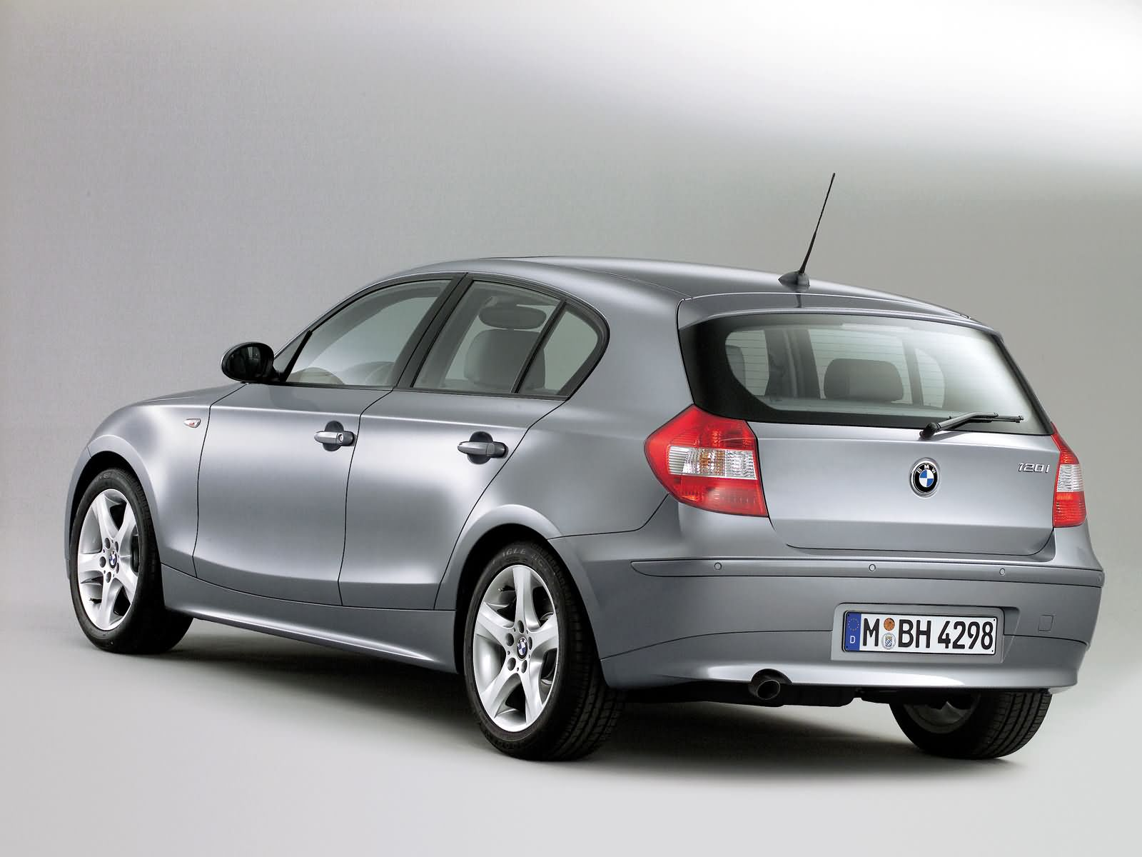 bmw 1 series 5 door e87 picture 15023 bmw photo gallery. Black Bedroom Furniture Sets. Home Design Ideas