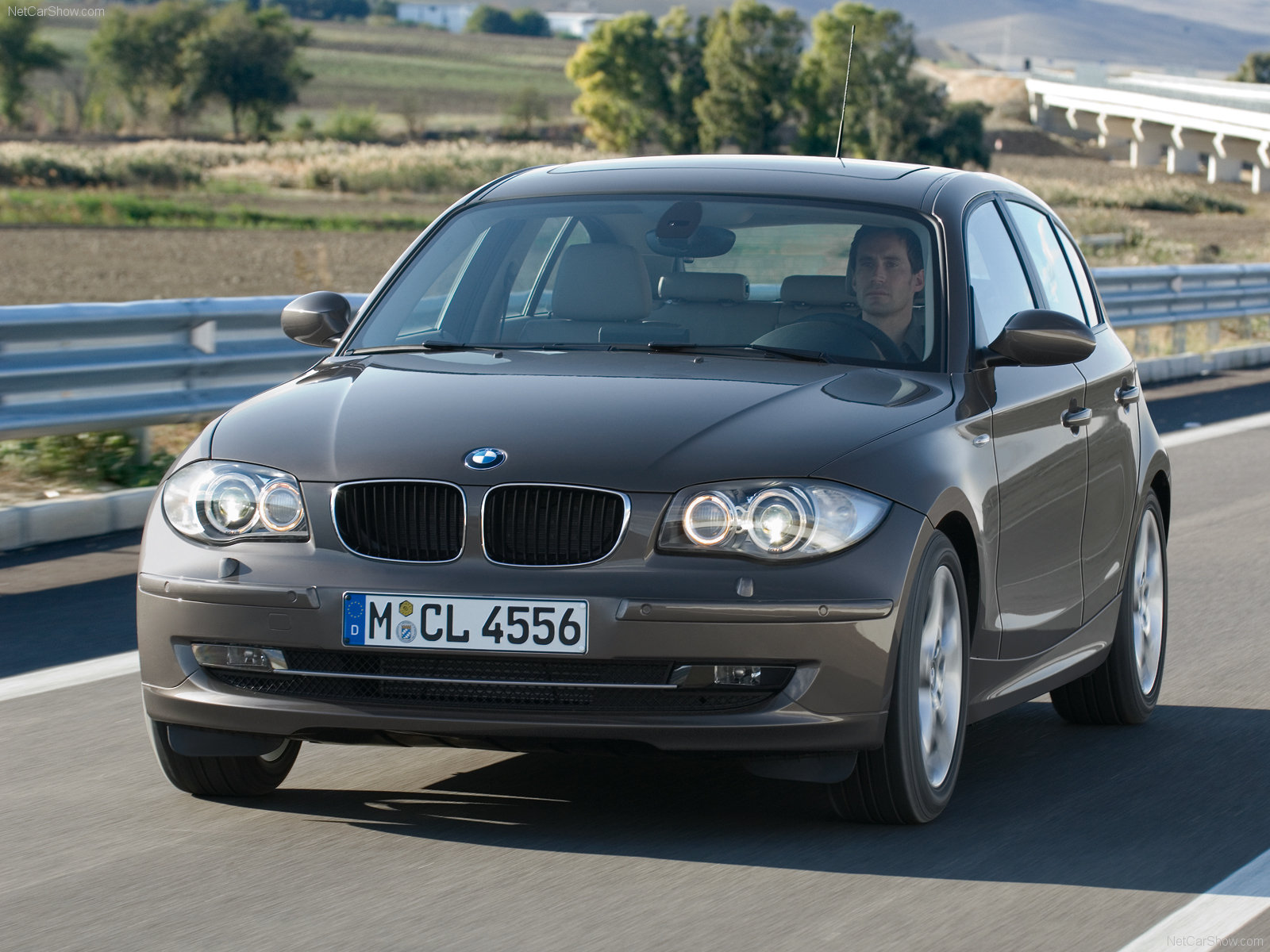 bmw 1 series 5 door e87 photos photogallery with 46 pics
