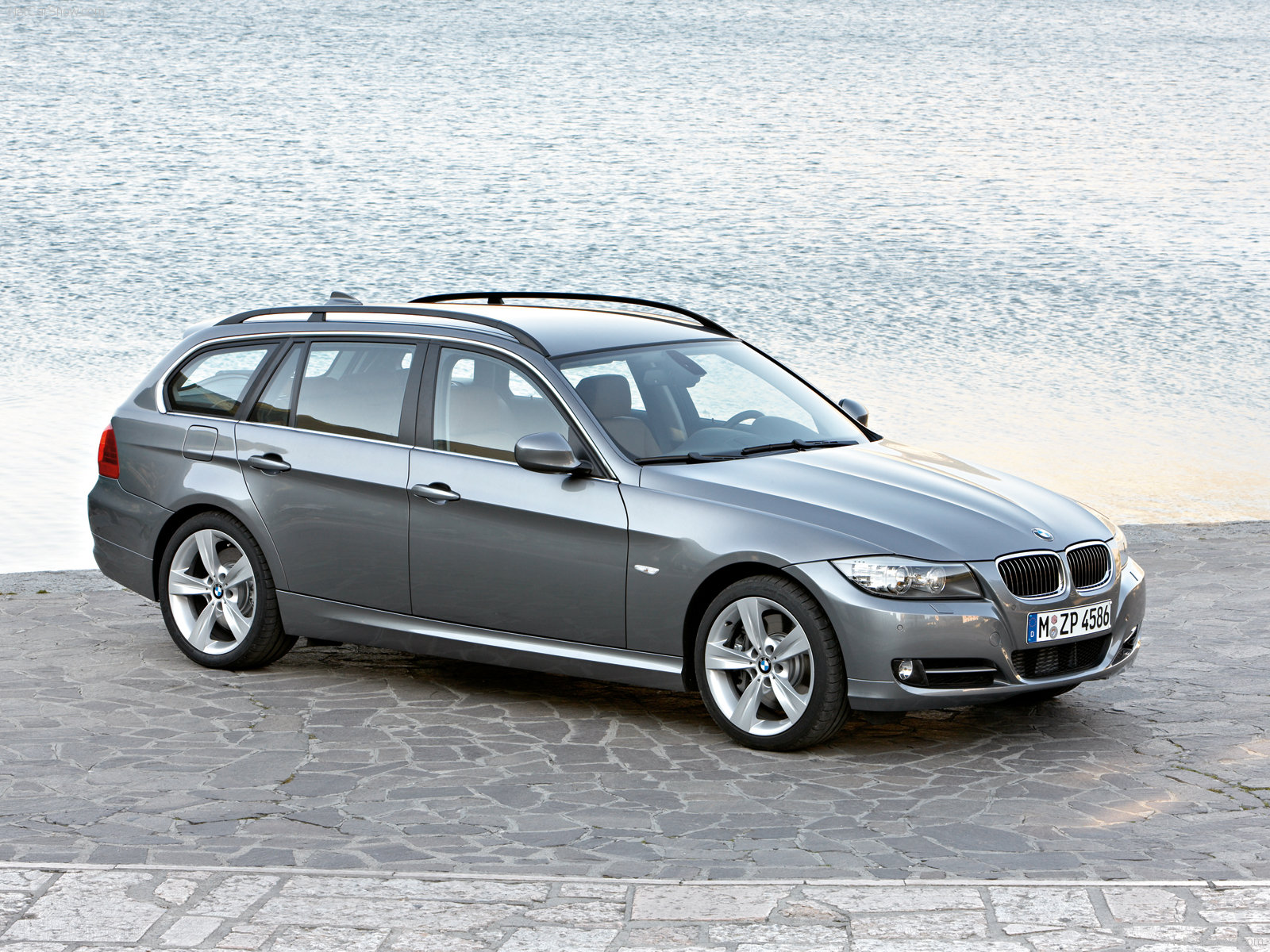 bmw 3 series e91 touring photos photo gallery page 4. Black Bedroom Furniture Sets. Home Design Ideas