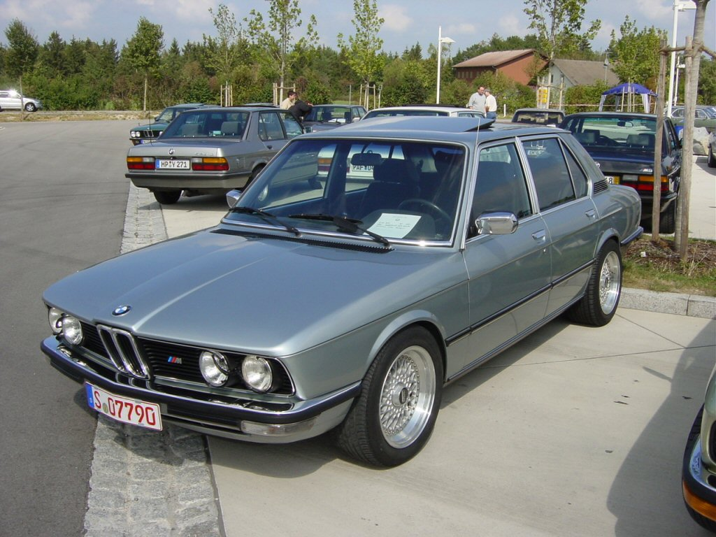 bmw 5 series e12 photos photogallery with 41 pics. Black Bedroom Furniture Sets. Home Design Ideas