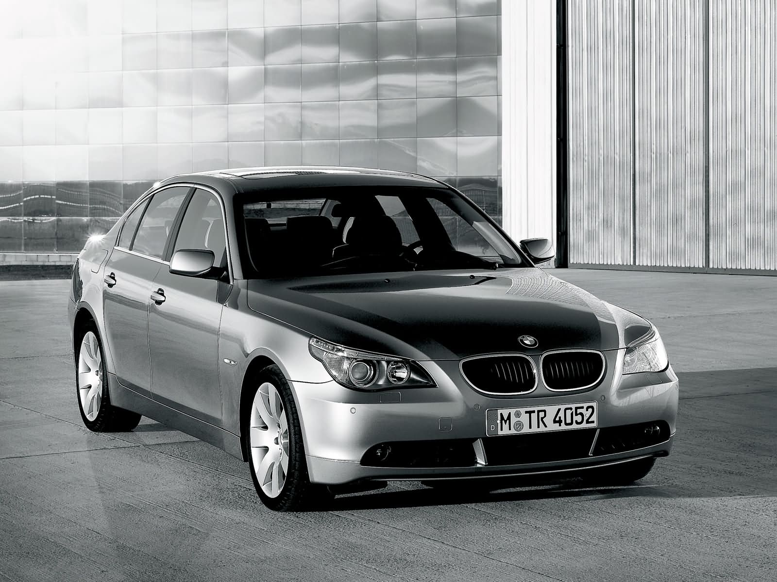 bmw 5 series e60 photos photogallery with 9 pics. Black Bedroom Furniture Sets. Home Design Ideas
