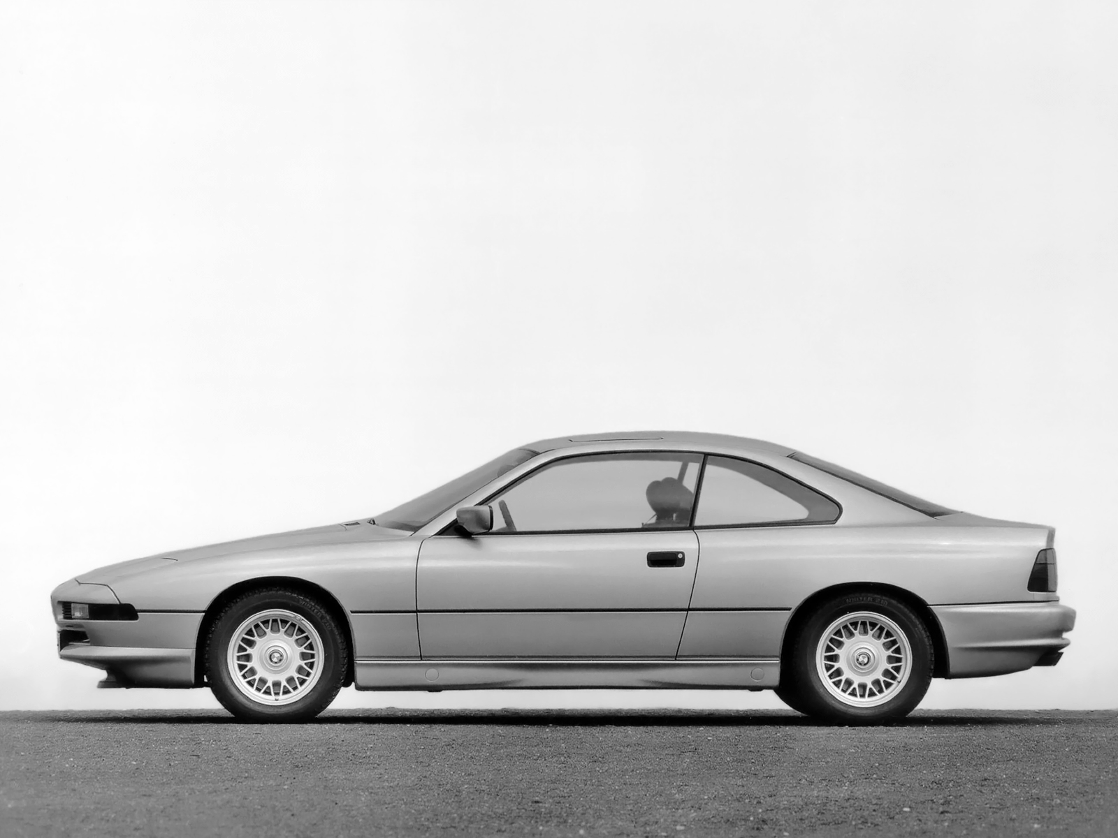 Bmw 850 Photos Photogallery With 5 Pics Carsbase Com