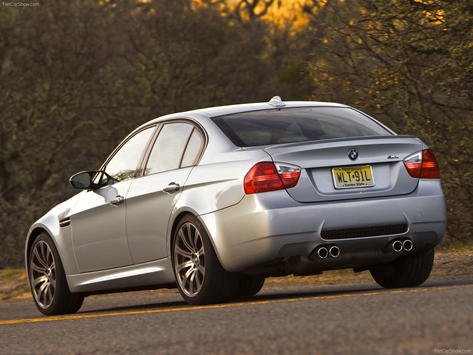 bmw m3 e90 sedan photos photo gallery page 2. Black Bedroom Furniture Sets. Home Design Ideas