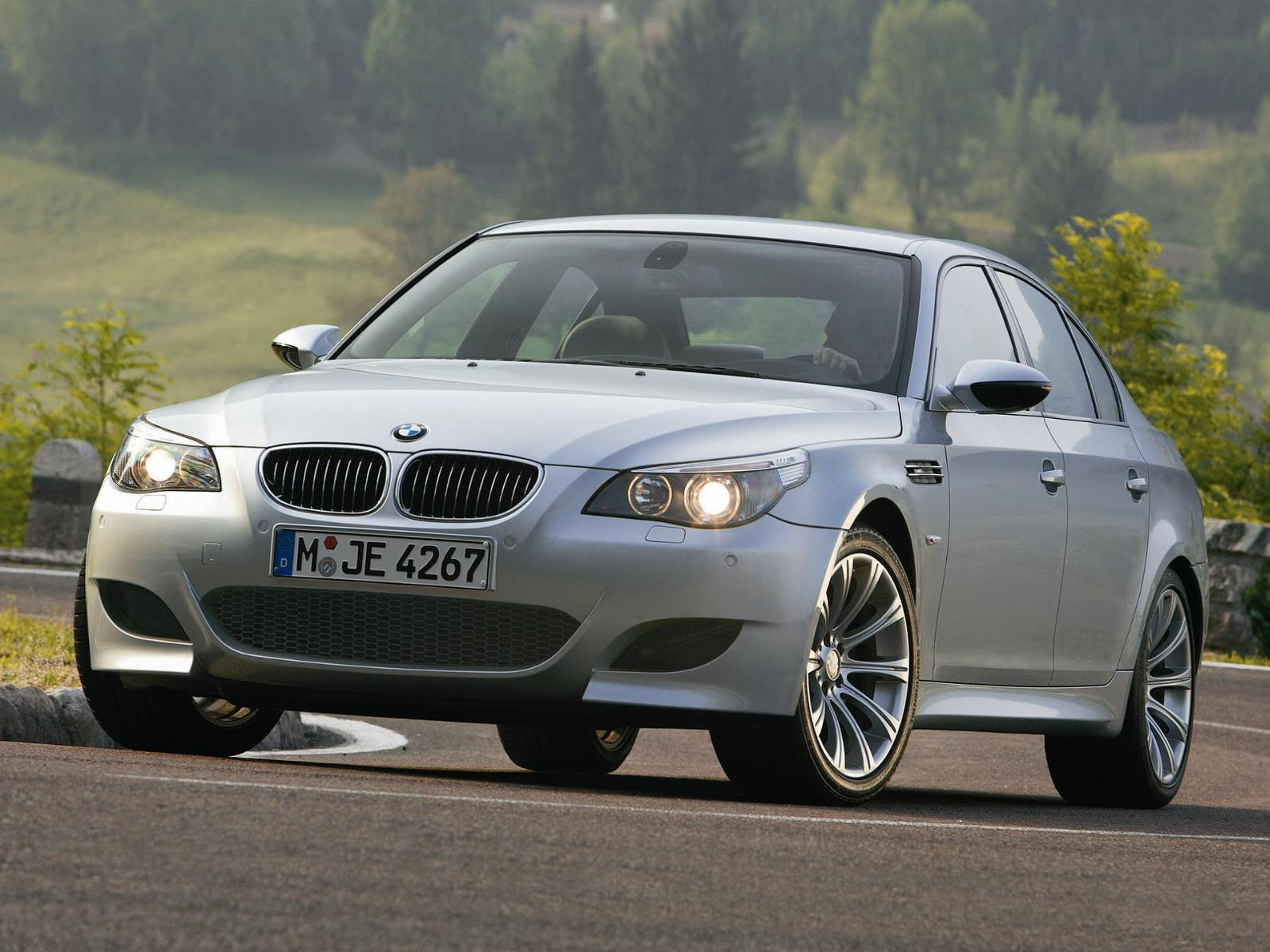 bmw m5 e60 photos photogallery with 43 pics. Black Bedroom Furniture Sets. Home Design Ideas