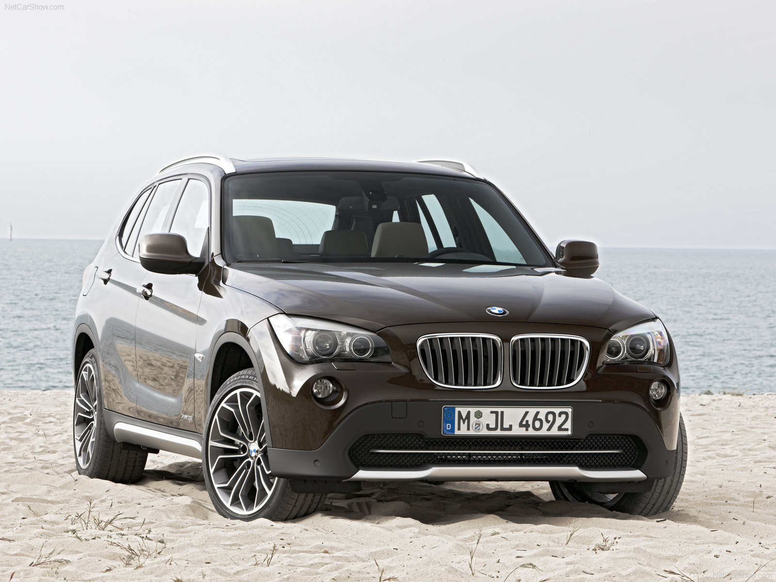 bmw x1 photos photogallery with 699 pics. Black Bedroom Furniture Sets. Home Design Ideas
