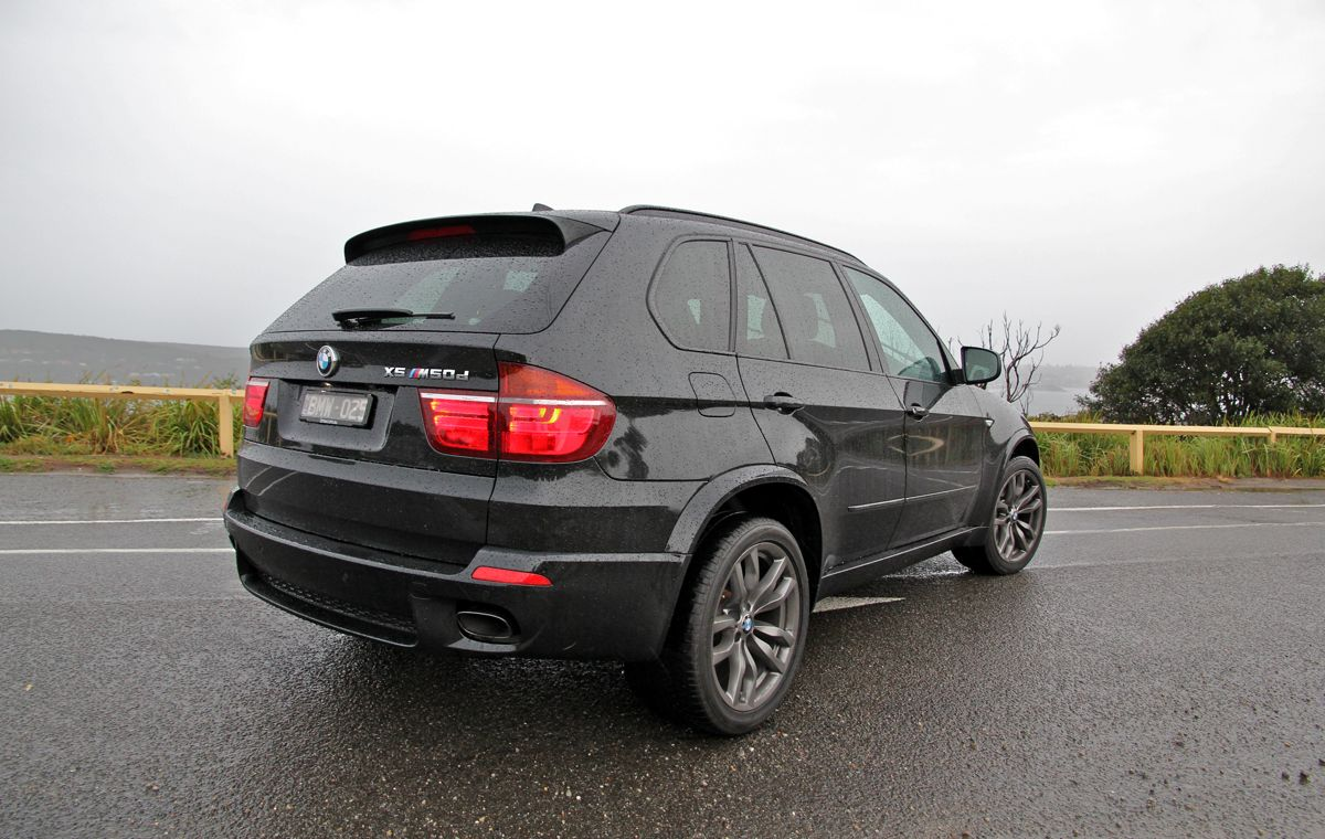 bmw x5 m50d photos photogallery with 4 pics. Black Bedroom Furniture Sets. Home Design Ideas