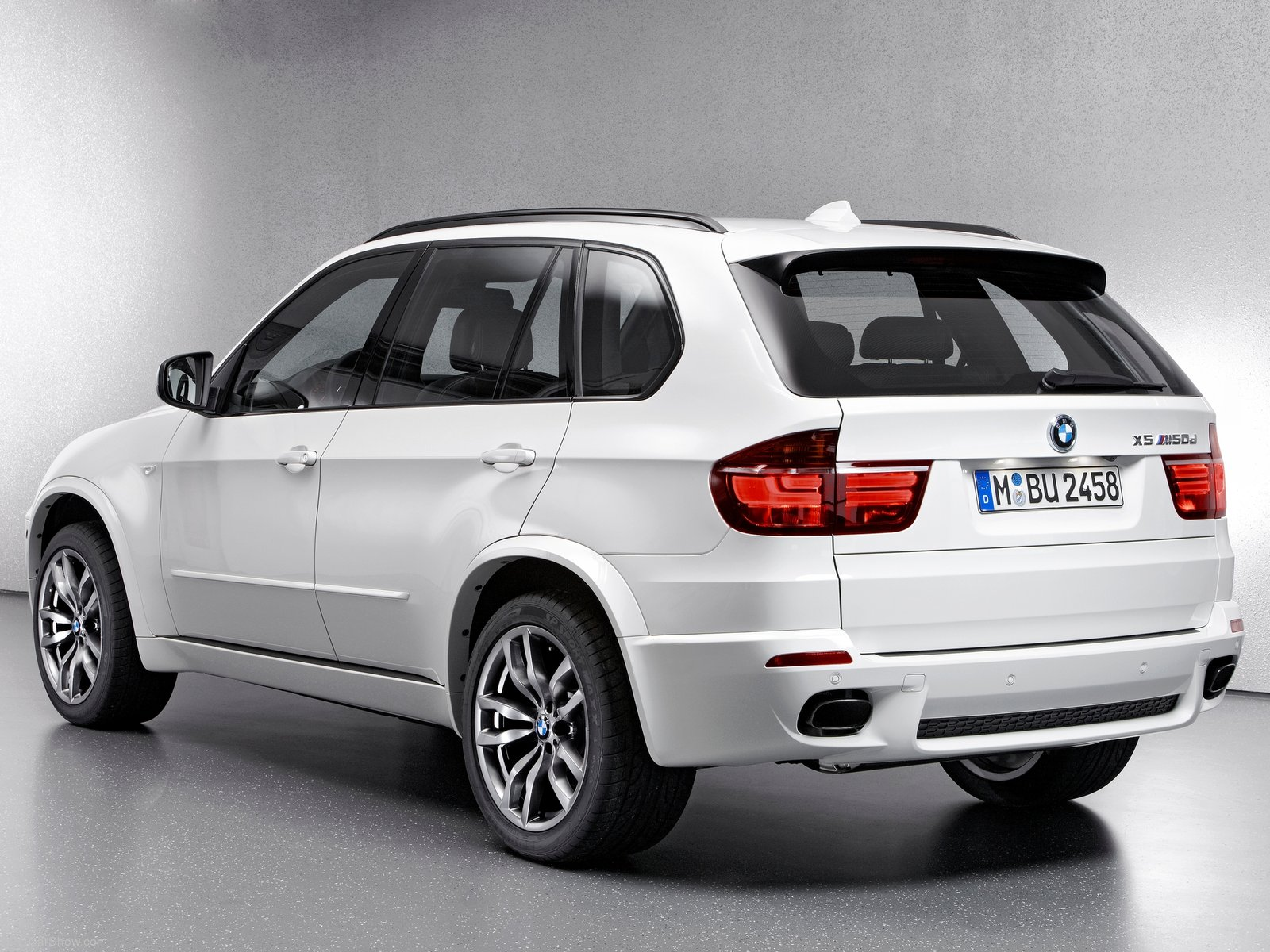 New bmw x5 m50d pictures