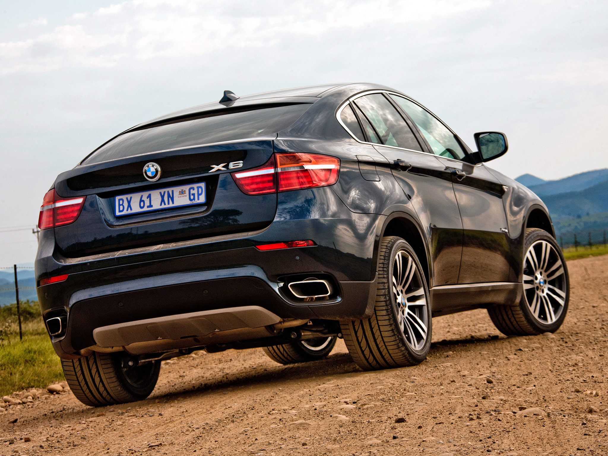 Bmw X6 Xdrive50i Photos Photogallery With 22 Pics