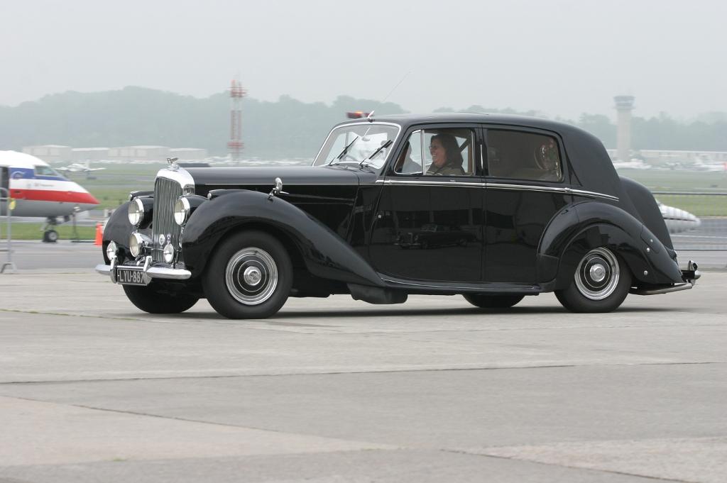 Bentley Mk Vi Saloon Photos Photogallery With 4 Pics Carsbase Com