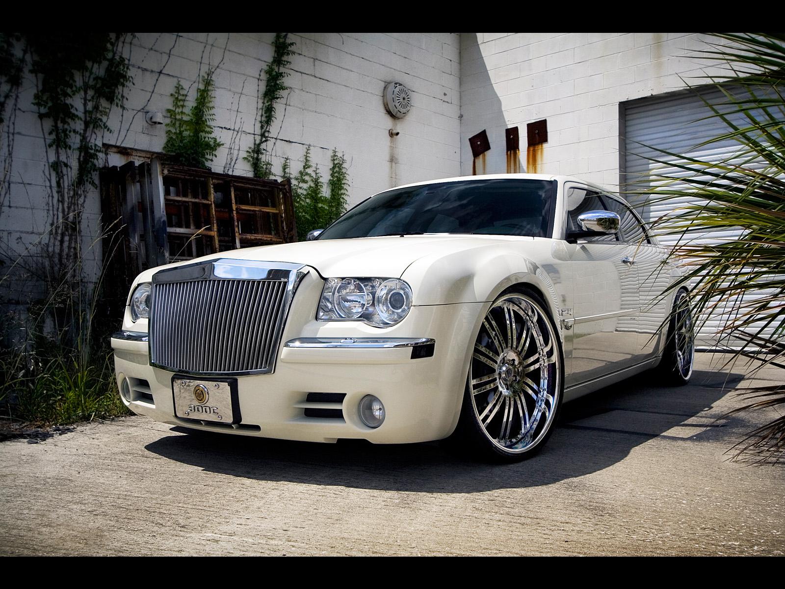 White Chrysler 300